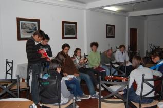 visites touristiques dans la cordillère des Andes, soirées de jeux de sociétés adaptés ou de musique avec carnets de chants en braille