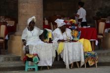 femmes cubaines en tenue traditionnelle