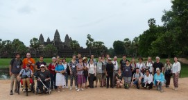 photo de groupe devant temple d'Angkor Wat
