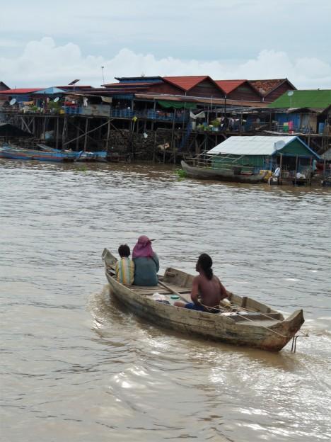bateau d'un village lacustre