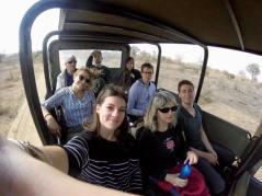 photo d'une partie du groupe en jeep lors du safari
