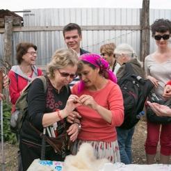 découverte du village de Viscri et de l'atelier de tissage d'une famille Tzigane.