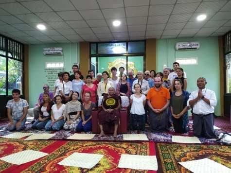 photo de groupe à la suite de notre séance de méditation auprès du chef moine