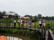une partie du groupe sur le ponton du lac Inle