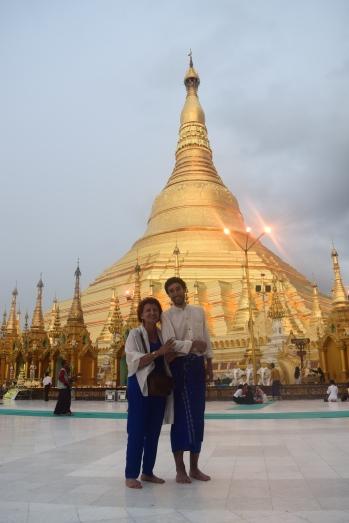 Fatim et Etienne au temple Shwedagon